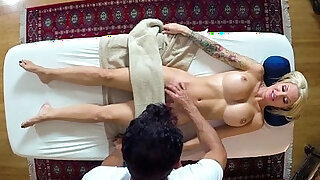 Perfect babe gets pounded by masseur - 6:00